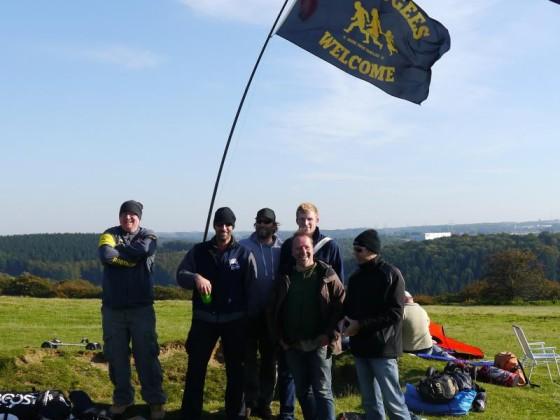 Kleiner Teil der Truppe unter dem Banner.